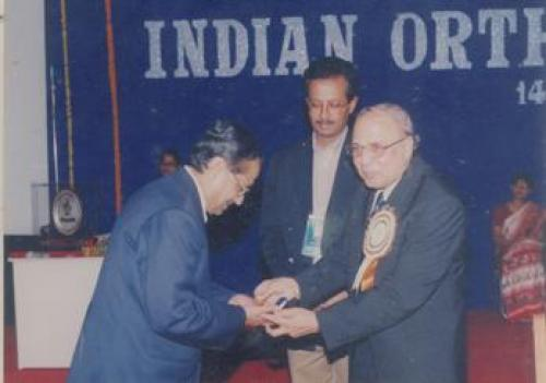 Dr. Bhasker Banerji Received the Sir Arthur Eyre Brooke Gold Medal, 2002. Seen with the President of
